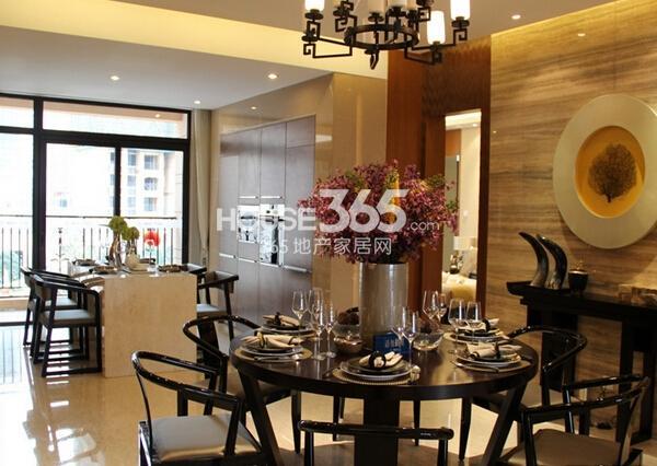 雅居乐中心广场267平样板间餐厅