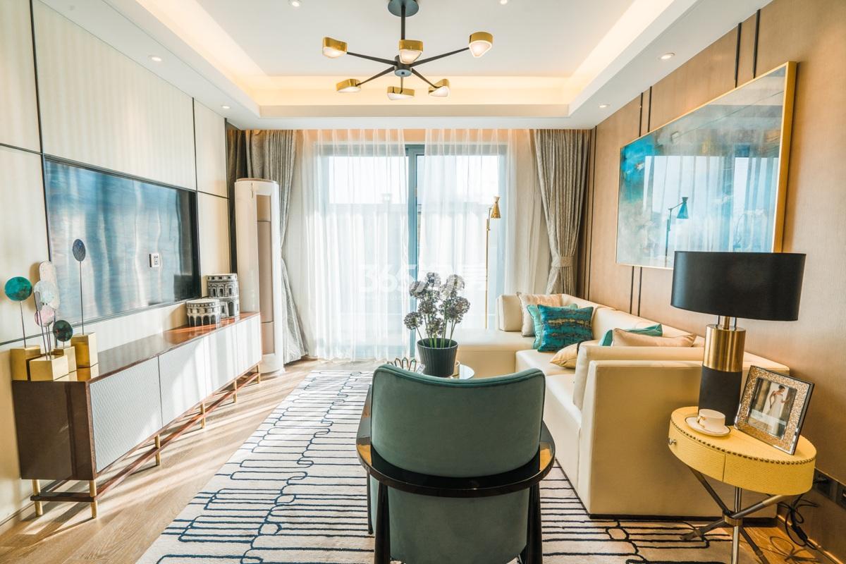 融信澜天高层89方(B1户型)样板房—客厅
