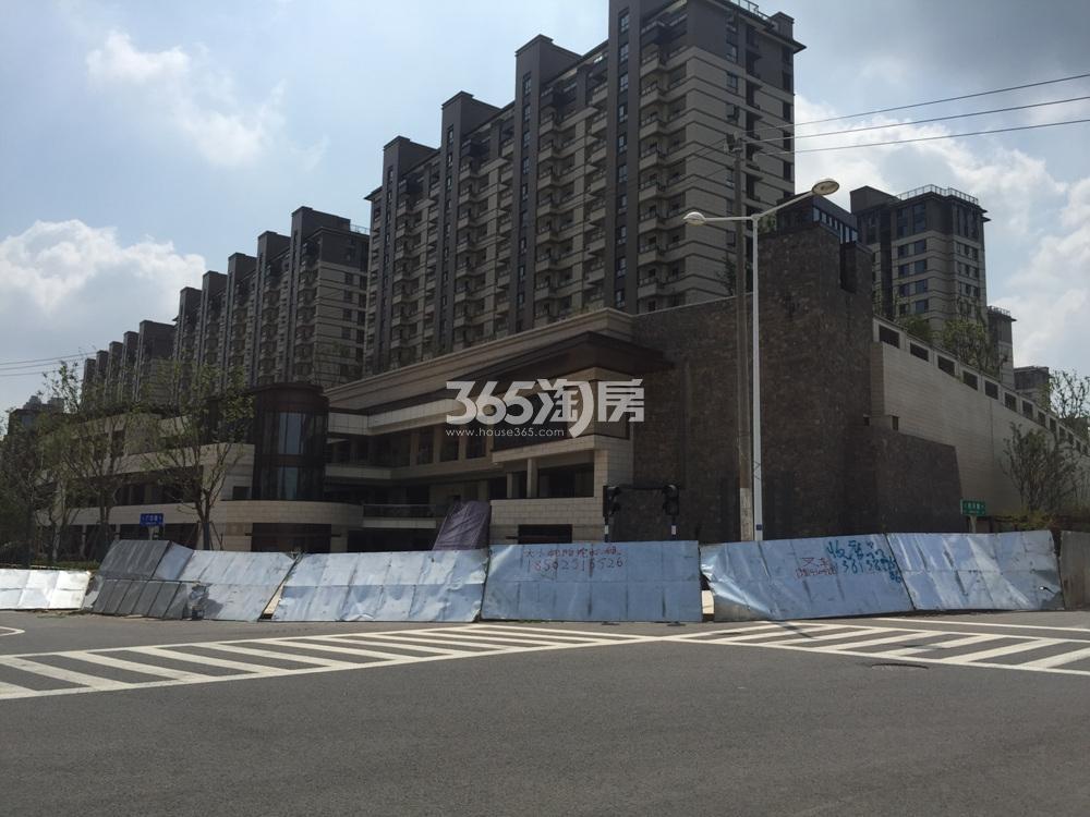 高科荣境的商业街以山体为依托实景图(8.28)